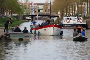 RTV Utrecht filmt de sloep tijdens de Seizoensopening 2016